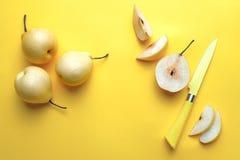 Желтые груши лета на желтой предпосылке Стоковые Фото