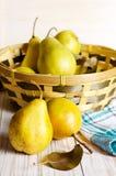 Желтые груши на деревянной предпосылке Стоковое фото RF