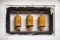 Желтые колеса молитве с мантрами Стоковые Фото