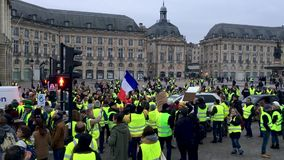 Желтые протесты жилета против налогов роста на бензине и дизельном введенном правительстве Франции видеоматериал