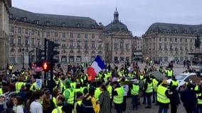 Желтые протесты жилета против налогов роста на бензине и дизельном введенном правительстве Франции сток-видео