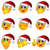 Желтые стороны Smiley с шляпой Санты рождества дальше Иллюстрация вектора Emoji иллюстрация вектора