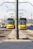Желтые трамваи на мосте Маргарета, Будапеште, Венгрии Стоковое Фото