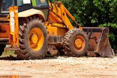 Желтые экскаватор, машина бульдозера и трактор работника дорожные работы установки рва конструкции Машинное оборудование дороги н Стоковые Изображения RF