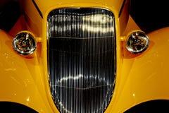 Желтый автомобиль стоковые изображения