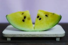 Желтый арбуз полезен для сердечно-сосудистой системы Волокно в арбузе улучшает представление кишечника стоковая фотография rf