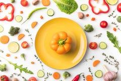 Желтый болгарский перец на плите Стоковое Изображение RF