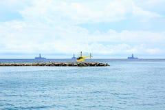 Желтый вертолет на пристани Стоковые Изображения RF