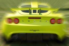 Желтый зад автомобиля спорт Exige лотоса с движением стоковое фото rf