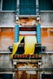 Желтый занавес дуя от окна Стоковое Фото