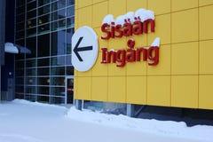 Желтый знак стены и входа Ikea стоковое изображение