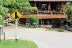 Желтый знак уличного движения, дорожный знак пересечения y Стоковое Изображение RF