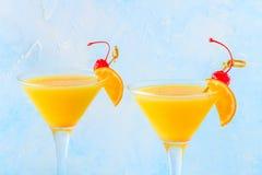 Желтый коктеиль на яркой предпосылке Стоковые Изображения