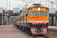 Желтый тепловозный поезд Стоковое Изображение RF