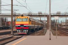 Желтый тепловозный поезд Стоковые Изображения