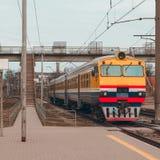 Желтый тепловозный поезд Стоковые Фотографии RF