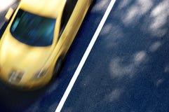 желтый цвет автомобиля стоковые фотографии rf