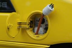 желтый цвет бака штепсельной вилки газа автомобиля электрический Стоковое Изображение RF