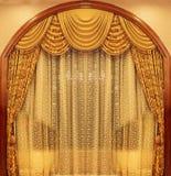 желтый цвет бархата театра занавесов Стоковая Фотография RF