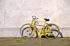 желтый цвет велосипеда Стоковые Изображения