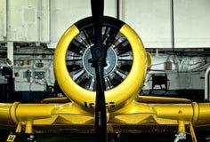 желтый цвет военный самолёт Стоковые Изображения RF
