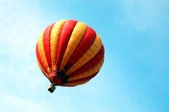 желтый цвет воздушного шара красный Стоковые Изображения