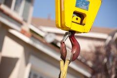 желтый цвет головного крюка крана красный Стоковое фото RF