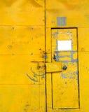 желтый цвет двери Стоковые Фото