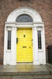 желтый цвет двери georgian Стоковые Изображения RF