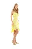 желтый цвет девушки платья симпатичный стоковое фото
