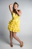 желтый цвет девушки платья Стоковое Изображение RF