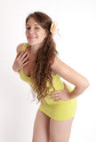 желтый цвет девушки платья Стоковое Фото