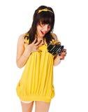 желтый цвет девушки подарка платья коробки нося Стоковые Изображения