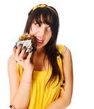желтый цвет девушки подарка платья коробки нося Стоковое Изображение