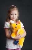 желтый цвет девушки слона Стоковое Фото