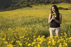 желтый цвет женщины весны цветков Стоковое фото RF