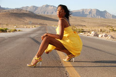 желтый цвет женщины платья сексуальный Стоковая Фотография RF