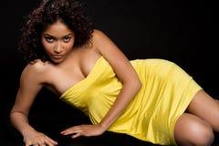 желтый цвет женщины платья Стоковое Изображение RF