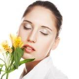 желтый цвет женщины цветка Стоковое фото RF
