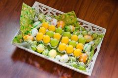желтый цвет зеленого цвета пасхального яйца украшения белый Стоковое Изображение RF