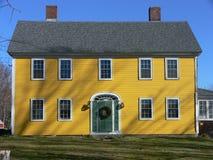 желтый цвет зеленой дома двери Стоковое Изображение RF