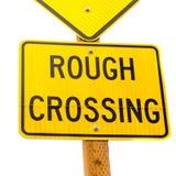желтый цвет знака дороги скрещивания грубый Стоковая Фотография RF