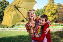 желтый цвет зонтика Стоковые Фотографии RF