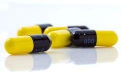желтый цвет капсулы Стоковая Фотография