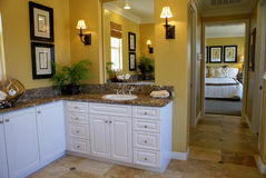 желтый цвет комнаты ванны мастерский Стоковые Изображения