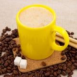желтый цвет кофейной чашки фасолей Стоковые Изображения RF