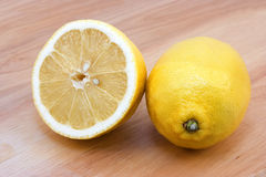 желтый цвет лимонов стоковые фотографии rf