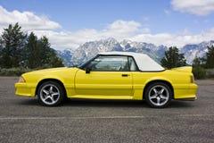 желтый цвет мустанга брода 1991 автомобиля с откидным верхом Стоковое Изображение