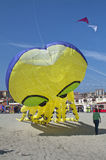 желтый цвет неба змея пляжа большой голубой Стоковые Фото