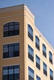 желтый цвет окон башни кондо Стоковые Фотографии RF